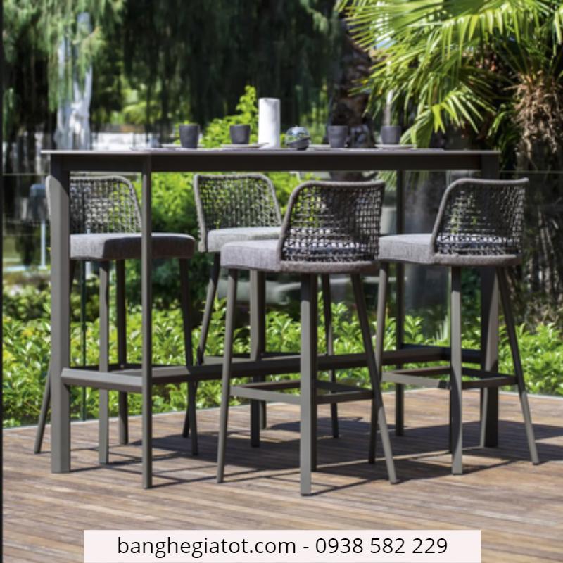 bàn ghế cao quầy bar